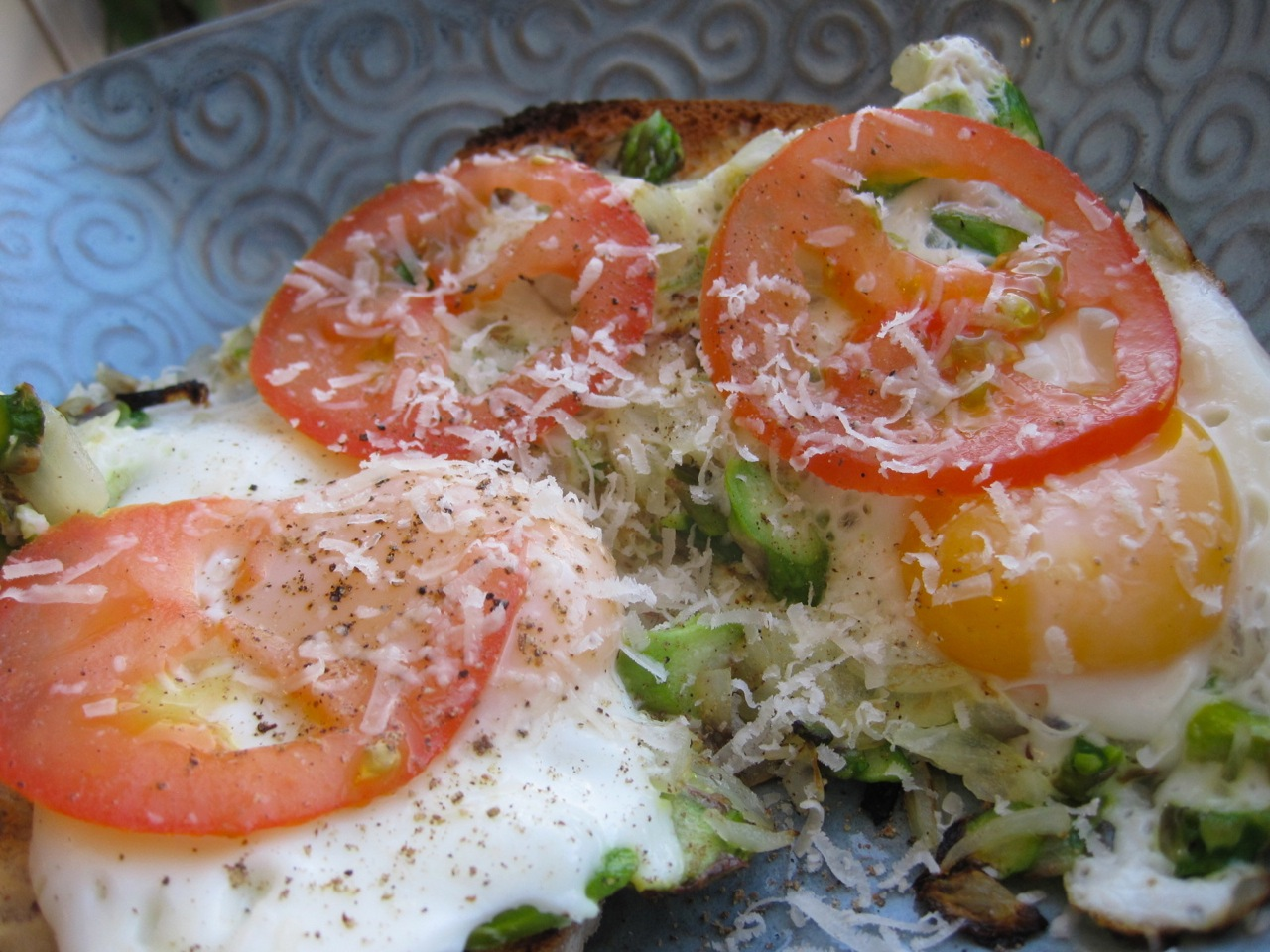 eggs asparagus and tomato brunch