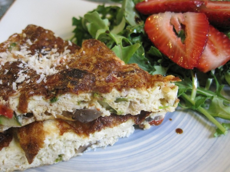 veggie frittata with arugula and strawberry salad