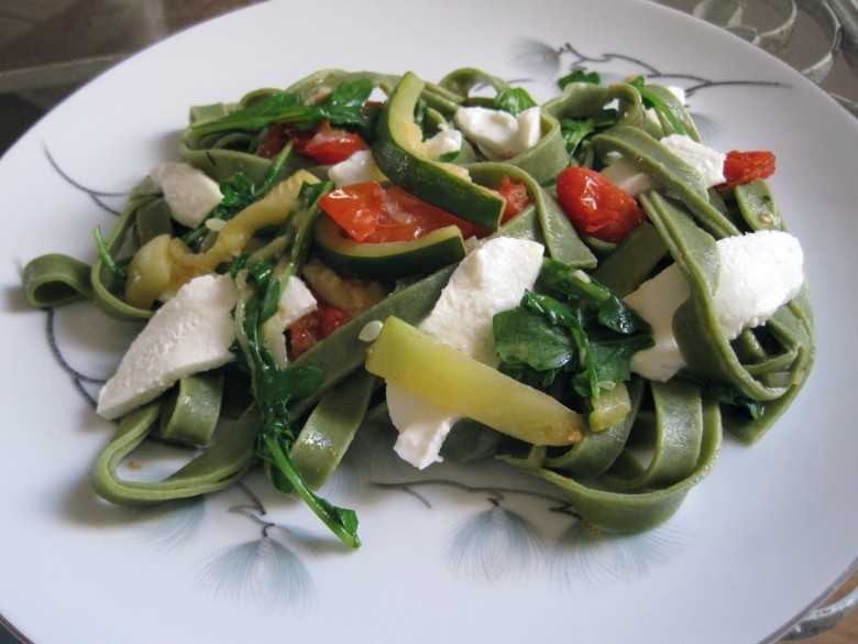 spinach fettuccine with fresh mozzarella, zucchini and roasted grape tomatoes