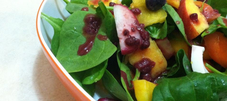 spinach salad with peach, radish, blueberry and carrot